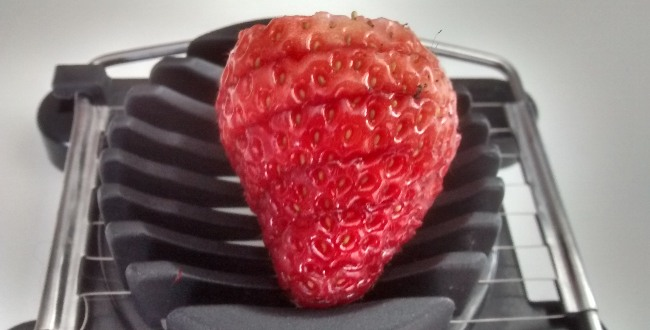 Tip Easy Slice Strawberries
