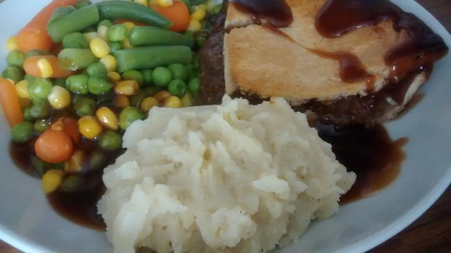 Lidl Castle Grove Deep Fill Minced Beef Onion Pie Mash Vegetables