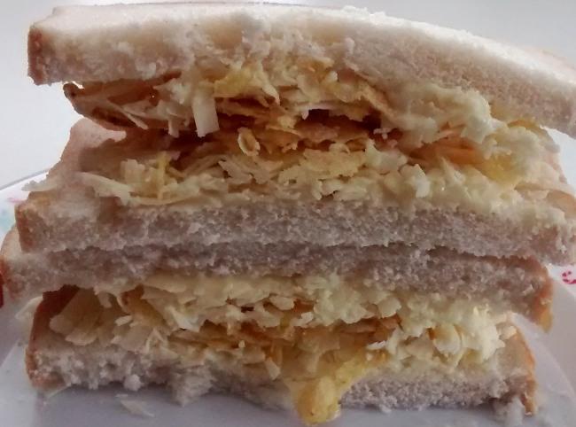 Crisp Sandwiches: Cheese, Salad Cream, Crisps - Food Cheats